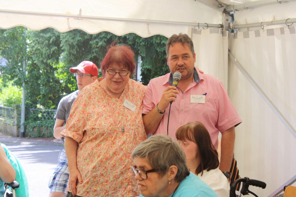 Wohnstättenleiter Thomas Müller und Andrea Perlick vom Heimbeirat begrüßten die Gäste.